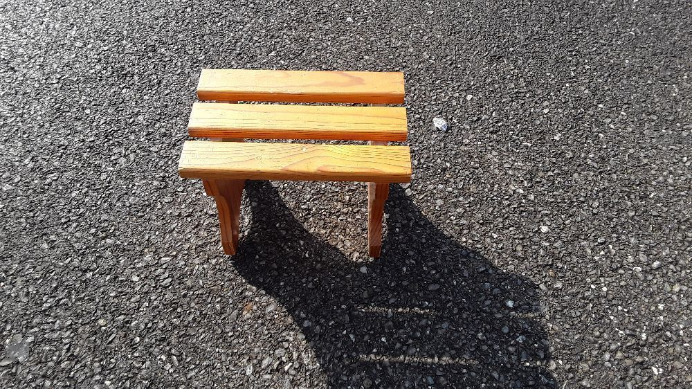TABOURET EN PIN PM