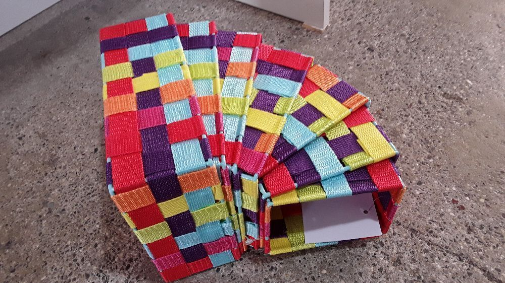 LOT DE 7 PANIERS MULTICOLORES