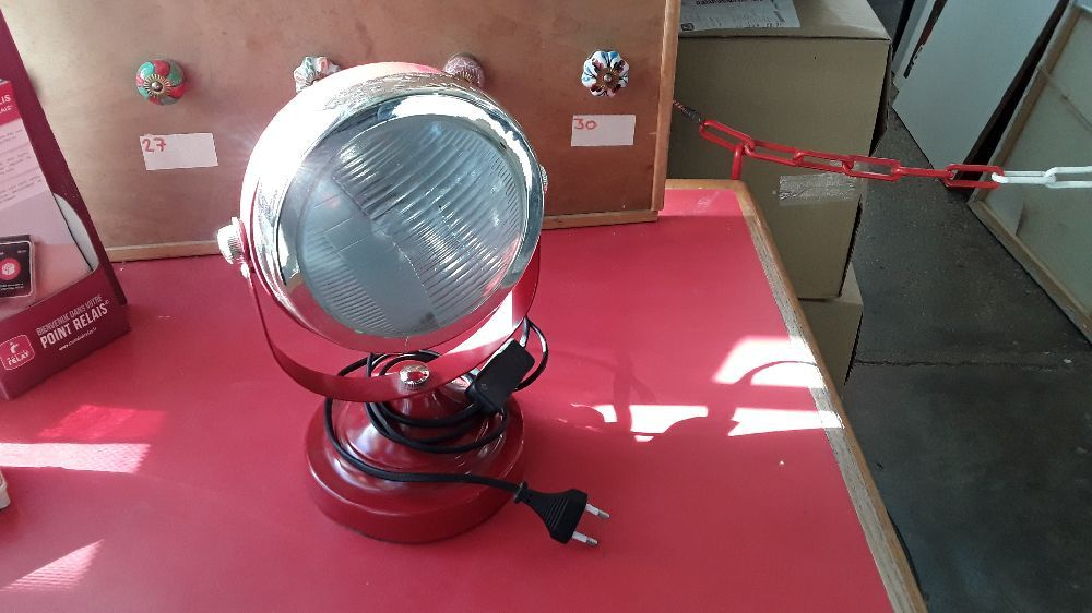 LAMPE DECO STYLE PHARE COULEUR ROUGE