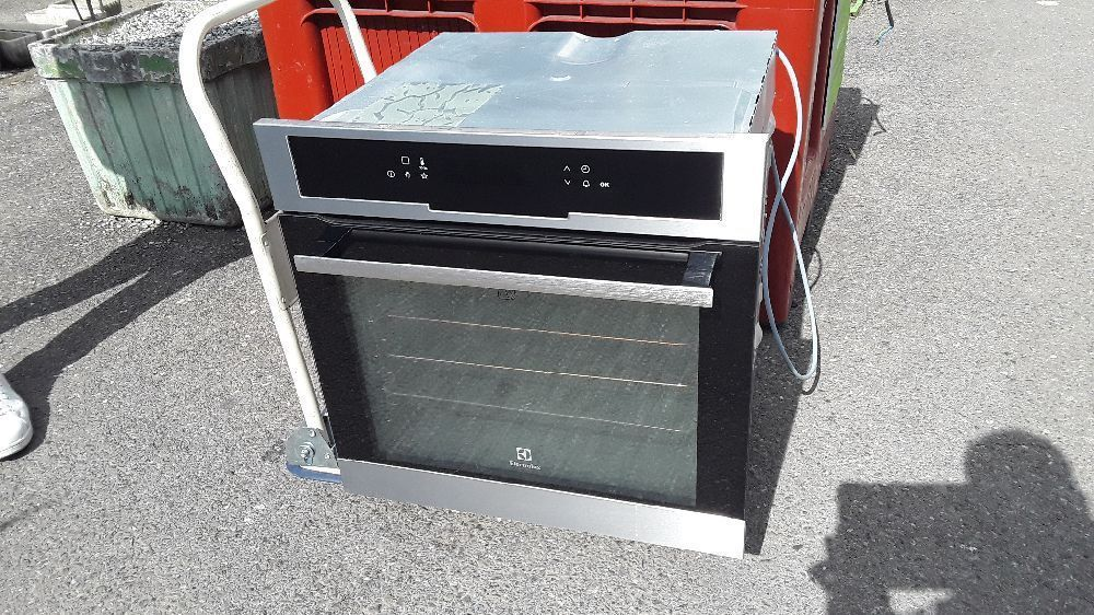 FOUR ENCASTRABLE ELECTROLUX PYROLYSE EOC5741AOX
