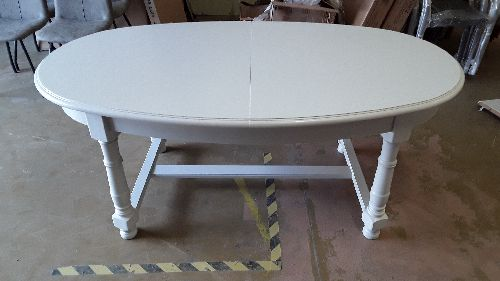 TABLE OVALE PEINTE BLANC